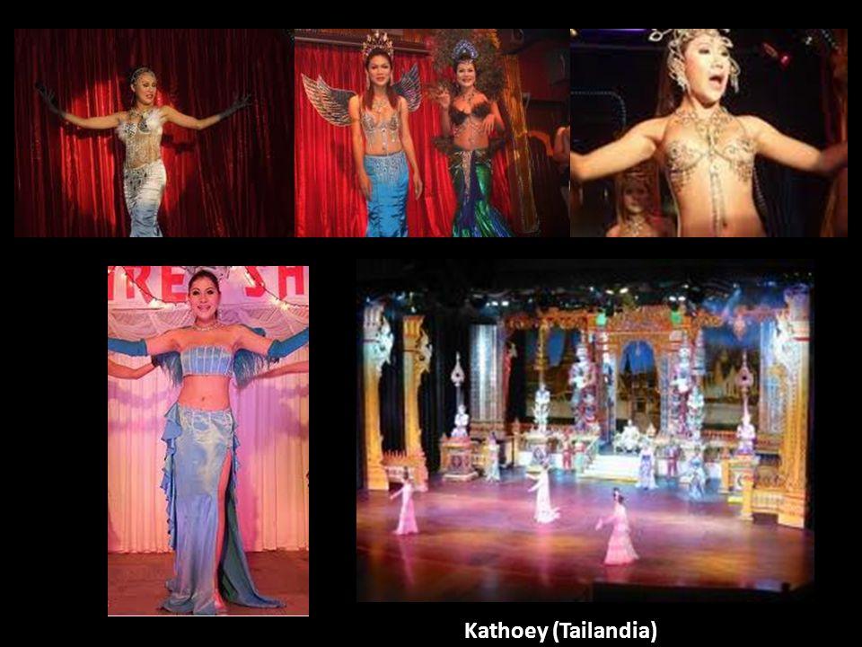 Kathoey, katoey o katoi (tailandés: กะเทย; RTGS: Kathoei;[kàtʰɤːj]) es un término tailandés que se refiere a una persona transgénero o a un varón gay afeminado en Tailandia. Aunque una cantidad importante de tailandeses perciben a los kathoeys como pertenecientes a un tercer género, incluidos muchos de los propios kathoeys, otros los ven como un tipo de varón o un tipo de mujer. Algunas expresiones relacionadas incluyen sao (or phuying) praphet song (tailandés: สาวประเภทสอง, un segundo tipo de mujer ) o phet thi sam (tailandés: เพศที่สาม, tercer género ). Se piensa que la palabra kathoey tiene origen khmer. Mayormente suele describirse como ladyboy en conversaciones en inglés con los tailandeses, y esta última expresión se ha hecho popular en todo el sudeste asiático.